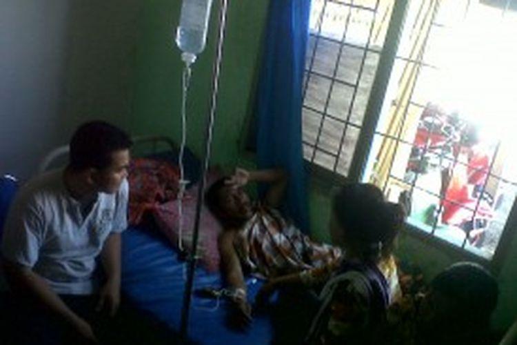 Korban selamat dari kapal yang tenggelam di Pinrang sedang dirawat di Puskesmas Ujung Lero, Kecamatan Suppa, Kabupaten Pinrang