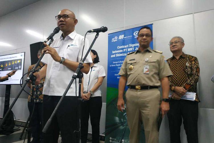 Direktur Utama PT MRT Jakarta William P Sabandar seusai penandatanganan Paket Kontrak antara PT MRT Jakarta (Perseroda) dan Shimizu-Adhi Karya JV (SAJV) untuk Fase 2 CP 201 di Stasiun MRT Bundaran HI, Jakarta Pusat, Senin (17/2/2020)