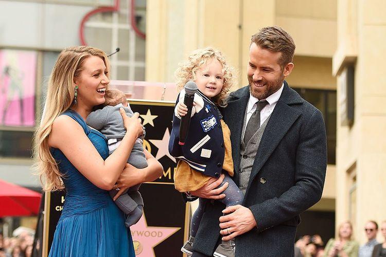 Ryan Reynolds dan istri, Blake Lively dan anak-anak mereka.