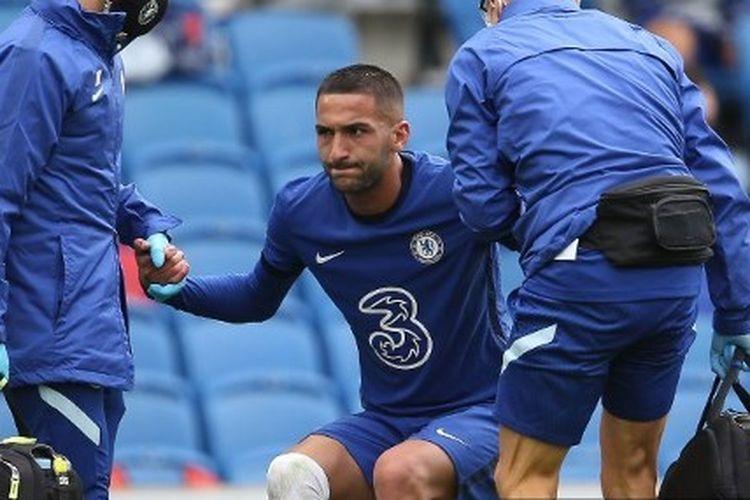 Gelandang serang Chelsea, Hakim Ziyech, menderita cedera kala berhadapan Brighton pada laga pramusim 2020-2021.