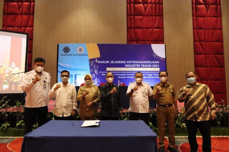 Rakor Jejaring Politeknik Ketenagakerjaan di Makassar, di hadiri oleh kepala BNN Makasar, Plt Direktuk Politeknik Ketenagakerjaan Elviandi Rusdi Ph.d,  Sekertaris disnaker Sulawesi Selatan Dra. SURAESAH, M.SI, Kepala Apindo sulawesi selatan Drs. La Tunreng, M.M, dan Ketua GNIK sulawesi Selatan Baso Alim Bahri S.Psi., M. Adm. SDA