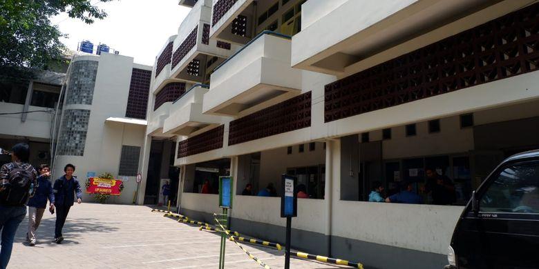 Kantin Salman menjadi legenda di Institut Teknologi Bandung (ITB), bahkan Kota Bandung.