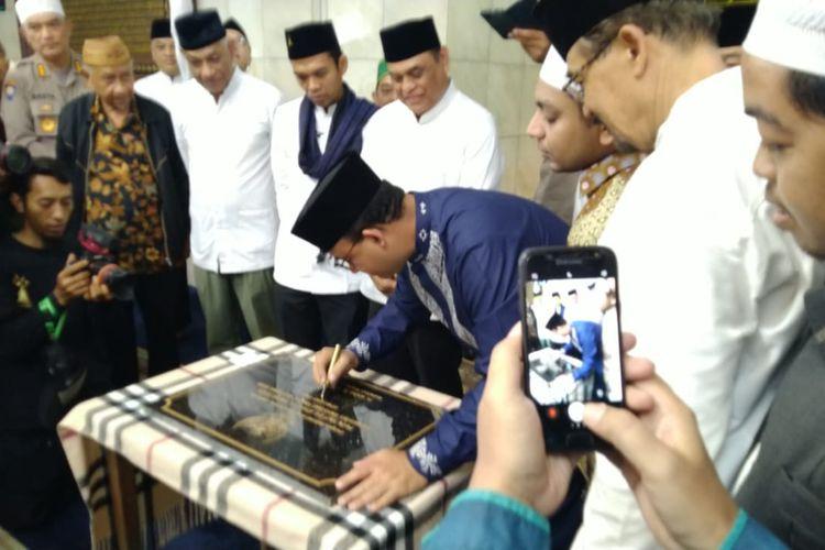 Gubernur DKI Jakarta Anies Baswedan menghadiri acara peresmian Masjid Cut Nyak Dien, Menteng, Jakarta Pusat, Minggu (1/3/2020).