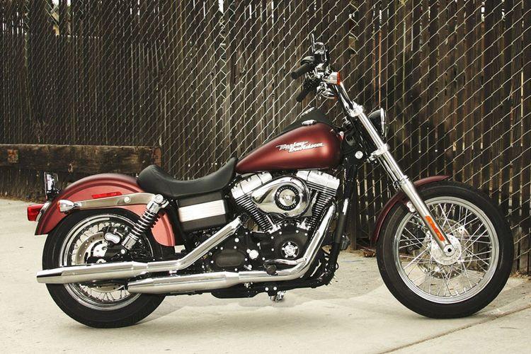 Harley-Davidson Street Bob yang masuk di keluarga Dyna.