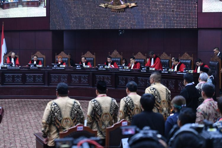 Suasana sidang Perselisihan Hasil Pemilihan Umum (PHPU)  Presiden dan Wakil Presiden 2019 di Gedung Mahkamah Konstitusi, Jakarta, Kamis (27/6/2019). Sidang tersebut beragendakan pembacaan putusan oleh majelis hakim MK. ANTARA FOTO/Hafidz Mubarak/foc.