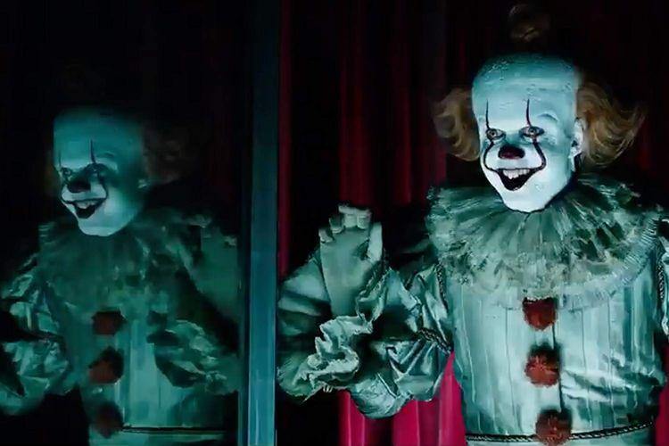 Bill Skarsgard sebagai badut Pennywise dalam film It Chapter 2