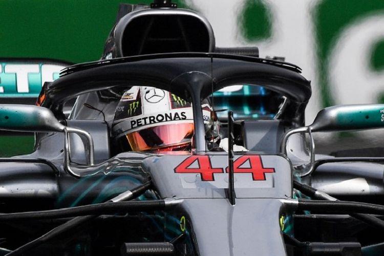Pebalap Mercedes asal Inggris, Lewis Hamilton, memacu mobilnya pada GP Meksiko di Sirkuit Hermanos Rodriguez, 28 Oktober 2018.