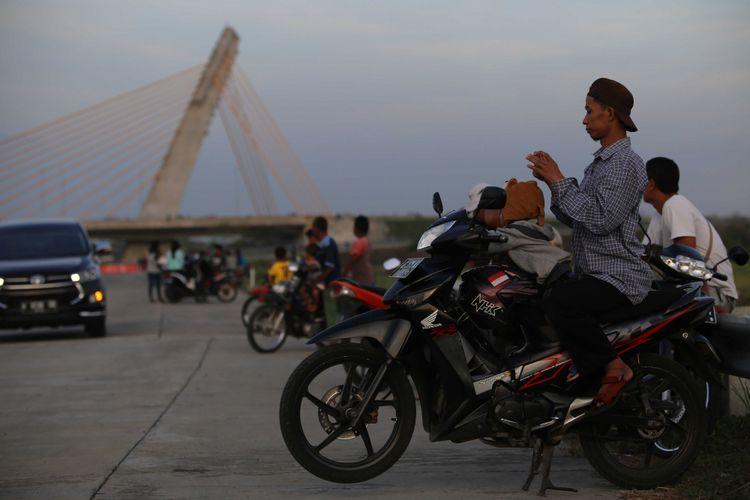 Suasana jembatan Klodran di Tol Solo-Ngawi-Kertosono di Ngawi, Jawa Timur, Sabtu (17/6/2017). Tujuh hari jelang Lebaran atau Senin, (19/6/2017) mulai pukul 06.00 WIB, pemudik bisa menggunakan Tol Solo-Kertosono menuju arah timur.