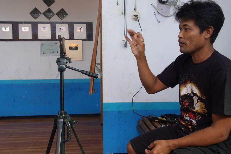 Youtuber Siboen Nugroho, warga Desa Kasegeran, Kecamatan Cilongok, Kabupaten Banyumas, Jawa Tengah.