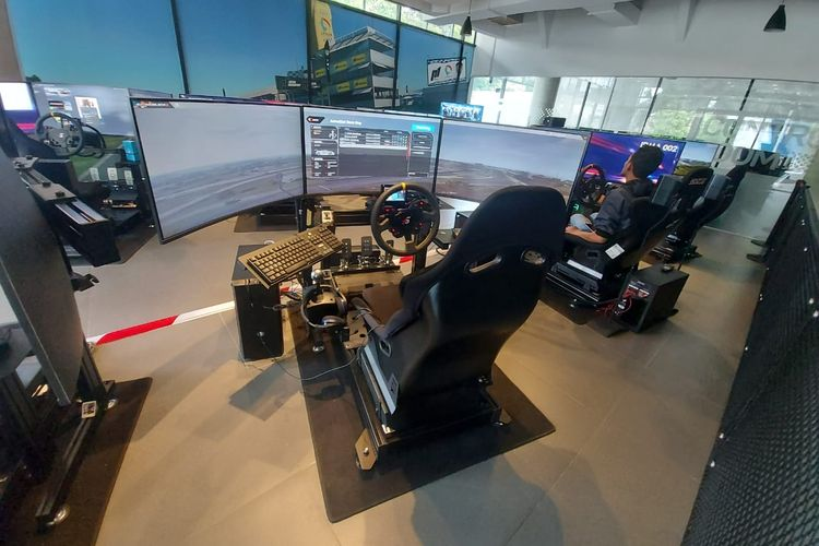 Perangkat simulator balap atau digital motorsport yang ada di  Kantor LPDUK Kemenpora, Jalan Radio I Nomor 13, Kebayoran Baru, Jakarta Selatan.