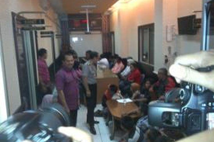 78 calon TKI ilegal diamankan di Mapolda Jatim.