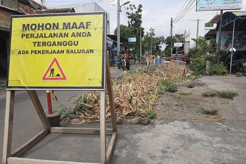 Warga Tanam Jagung di Proyek Saluran Air Hujan yang Berhenti karena Dugaan Suap