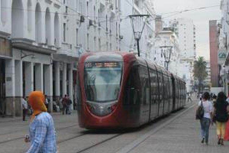 Trem di Casablanca, Maroko. Transportasi umum harganya jauh lebih merah ketimbang sewa mobil dan taksi.