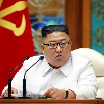 Pemimpin Tertinggi Korea Utara Kim Jong Un mengadakan rapat darurat bersama politbiro pada Sabtu (25/7/2020), ketika ada dugaan kasus virus corona muncul di Korut.