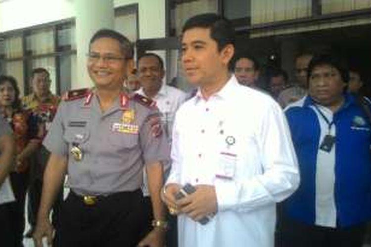 Menteri Pendayagunaan Aparatur Negara dan Reformasi Birokrasi Yuddy Chrisnandi saat menandatangi Mapolda Sulut, Kamis (12/5/2016).