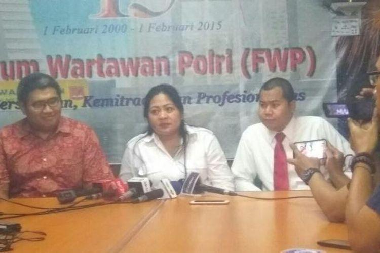 Tim kuasa hukum Firza Husein saat konferensi pers di Mapolda Metro Jaya, Senin (6/2/2017).