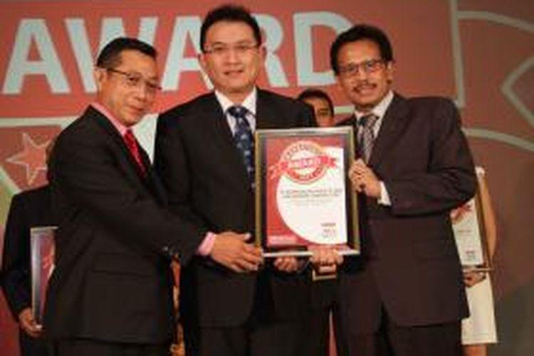 Andy K Natanael, Direktur PT Modernland Realty Tbk, meraih penghargaan untuk kategori 'The Best Marketing Campaign', Jumat (11/9/2015).