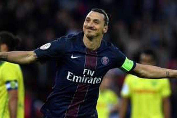 Striker PSG, Zlatan Ibrahimovic, menutup kariernya di Ligue 1 dengan mencetak gol ke gawang Nantes di Parc des Princes, Sabtu (14/5/2016).