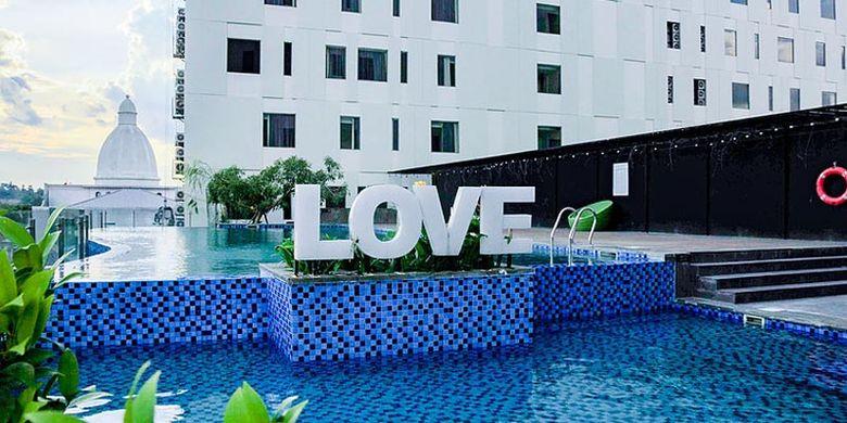 Kolam renang di Prime Park Hotel Pekanbaru.