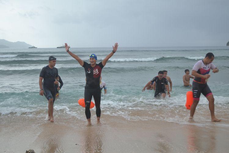 Sandiaga Uno, usai berenang Pantai Paradise, Likupang Timur, sebagai rangkaian Trial Likupang Aquathlon, Sabtu (06/03/2021)