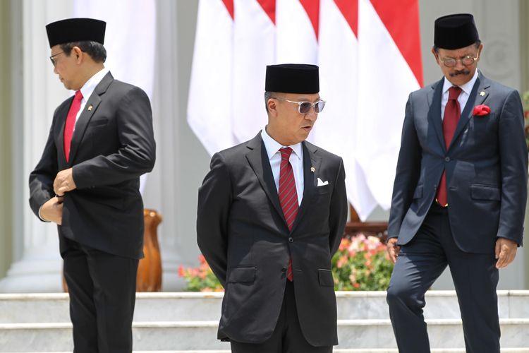 Menteri Perindustrian, Agus Gumiwang Kartasasmita (depan) sebelum pemotretan kabinet di Istana Negara, Jakarta, Rabu (23/10/2019). Presiden RI Joko Widodo mengumumkan dan melantik Menteri-menteri Kabinet Indonesia Maju serta pejabat setingkat menteri.
