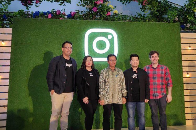 Dari kiri ke kanan: Ruben Hattari (Kepala Kebijakan Publik Facebook Indonesia), Casandra Aprilanda (VP Sales & Marketing Go-Food Festival), Nizam Waham (Plt. Direktur Ekonomi Digital), Ferdy Nandes (Head of Emerging Business & SMBs, Facebook & Instagram South East Asia), dan Mike Bronfin (Product Marketing Manager, Instagram Business Paltform) dalam acara konferensi pers Instagram Instamarket di Jakarta, Kamis (8/11/2018).