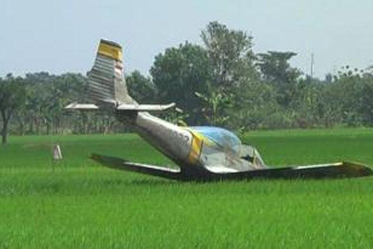 Pesawat jatuh di Sukoharjo, Selasa (12/8/2014).