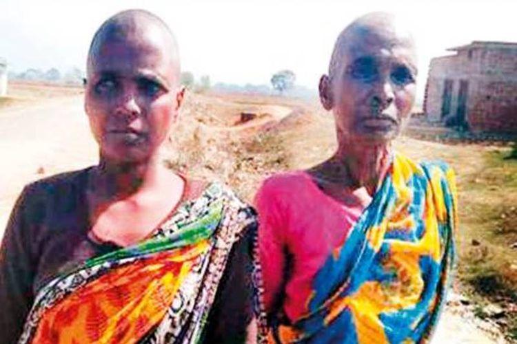 Karo Devi (65) dan putrinya, Basanti Devi (35), warga sebuah desa di Jharkand, India, mengalami persekusi karena dituduh sebagai penyihir.
