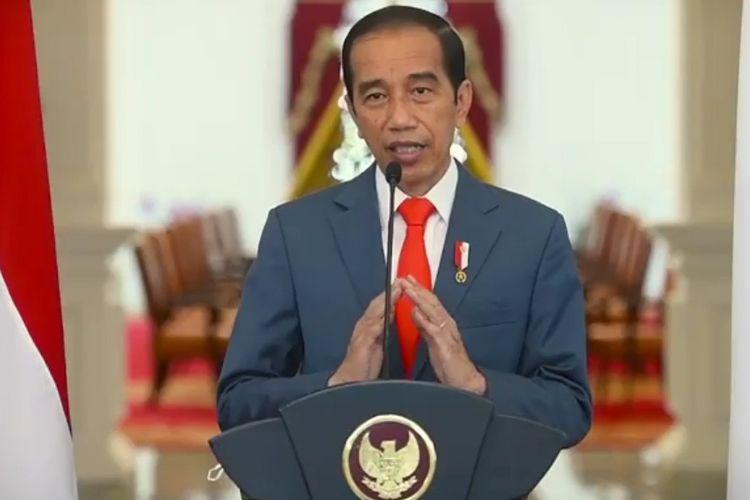 Jokowi giving a speech at UI's 71st anniversary