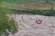 Terjebak Banjir Bandang, Pria Ini Berdiri di Atas Batu Selama 1 Jam, Ini Detik-detik Penyelamatannya