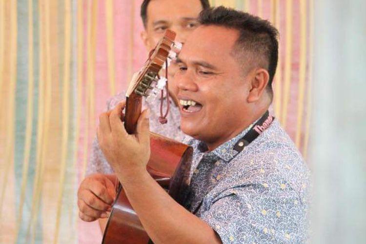 Pencipta lagu Terpesona Semuel Takatelide.