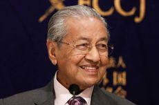 Mahathir Cabut Aturan Pelajar Malaysia Harus Bersepatu Hitam