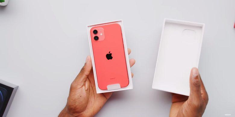 Isi kotak kemasan iPhone 12