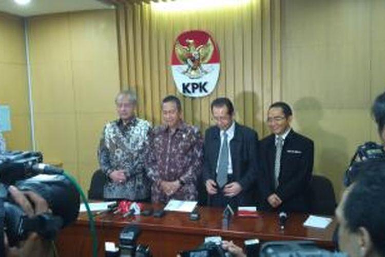 (Kiri ke kanan) Anggota III BPK RI Eddy Mulyadi Supardi, Anggota V BPK RI Moermahadi Soerja Djanegara, Wakil Ketua KPK Zulkarnain, Wakil Ketua KPK RI Adnan Pandu Praja.