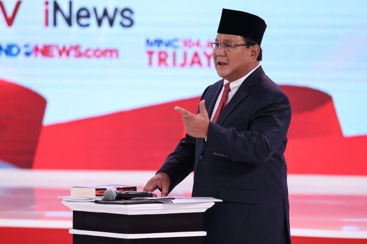 Calon Presiden Nomor Urut 2, Prabowo Subianto menjelaskan visi misinya saat Debat Kedua Calon Presiden di Hotel Sultan, Jakarta, Minggu (17/2/2019).