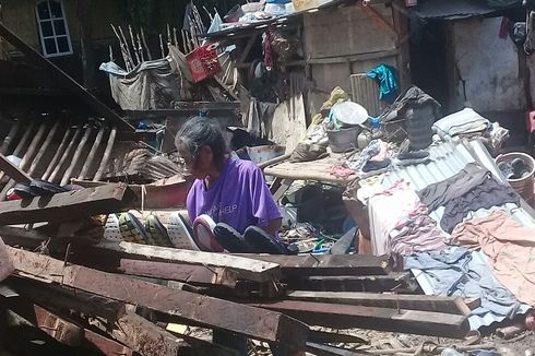 Banjir Surut, Warga Dompu Mulai Bersihkan Rumah dari Endapan Lumpur