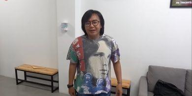 Ari Lasso menggunakan kaos vintage full print The Doors yang pernah dipakainya dalam pembuatan video klip Kangen bersama Dewa 19 di tahun 1992.