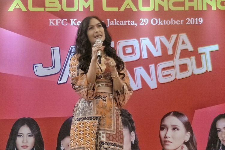 Penyanyi dangdut Iis Dahlia dalam peluncuran Album Kompilasi Jaginya Dangdut di kawasan Kemang, Jakarta Selatan, Selasa (28/10/2019).