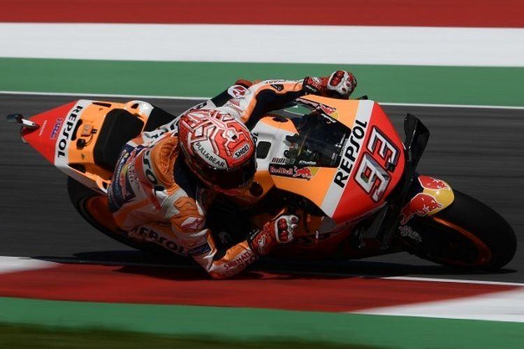Pebalap Spanyol, Marc Marquez, memacu motornya pada sesi latihan bebas MotoGP Italia di Sirkuit Mugello, 1 Juni 2019.