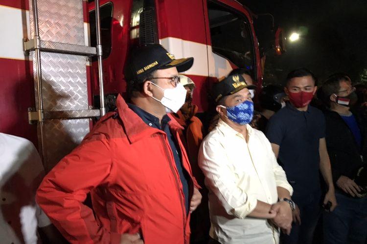 Gubernur DKI Jakarta Anies Baswedan meninjau lokasi kebakaran Gedung Kejaksaan Agung, Kebayoran Baru, Jakarta.