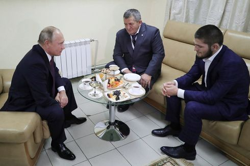 Putin Minta Ayah Nurmagomedov Tak Hukum Putranya Terlalu Keras
