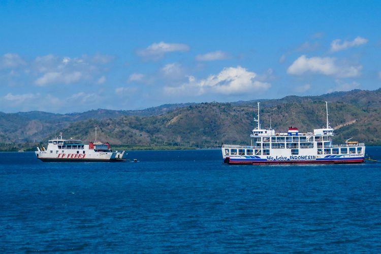 Penyeberangan menuju Lombok.