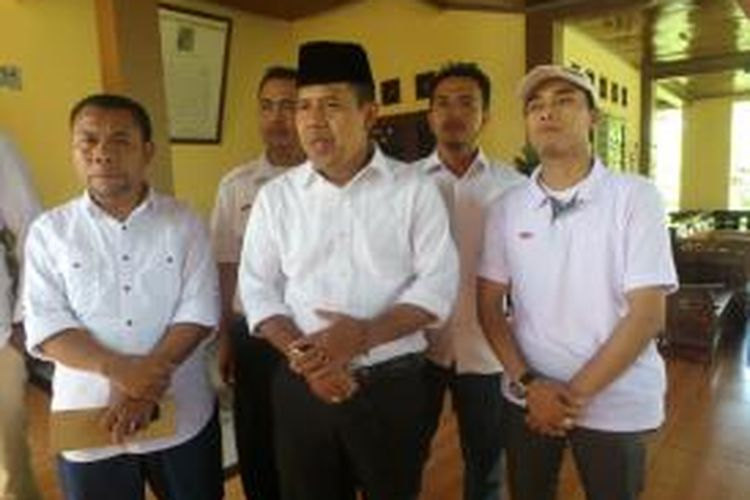 Calon Wakil Wali Kota dari pasangan nomor urut satu, Babai Suhaimi di rumahnya di Cipayung, Depok. Rabu (9/12/2015)