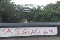 Jembatan Panus Peninggalan Belanda di Depok Dicoret-coret