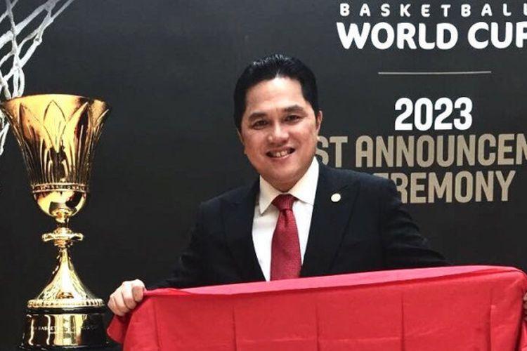 Presiden SEABA Erick Thohir berpose setelah memastikan Indonesia sebagai tuan rumah Kejuaraan Dunia Bola Basket FIBA 2023 di Jenewa, Swiss, Sabtu (9/12/2017).