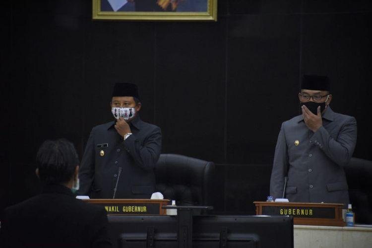 Gubernur Jawa Barat Ridwan Kamil menyampaikan LKPj di hadapan anggota DPRD Provinsi Jawa Barat dalam Rapat Paripurna di Gedung DPRD Jabar, Jalan Diponegoro, Kota Bandung, Senin (20/4/2020).