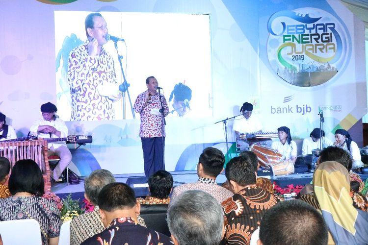 Sekretaris Daerah Jawa Barat Iwa Karniwa saat meluncurkan Program Konversi Kompor Gas ke Kompor Listrik di Jawa Barat pada Gebyar Energi Juara Tahun 2019, di Area Parkir Barat, Gedung Sate, Jalan Diponegoro, Kota Bandung, Selasa (9/4/19) lalu.