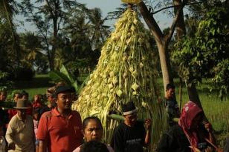 Ritual 'Gelar Pitu' di Banyuwangi, Jawa Timur, yang diselenggarakan setiap tanggal 7 di bulan Syawal tahun Hijriah dipercaya sebagai tradisi tolak bala dan wujud syukur oleh masyarakat setempat.