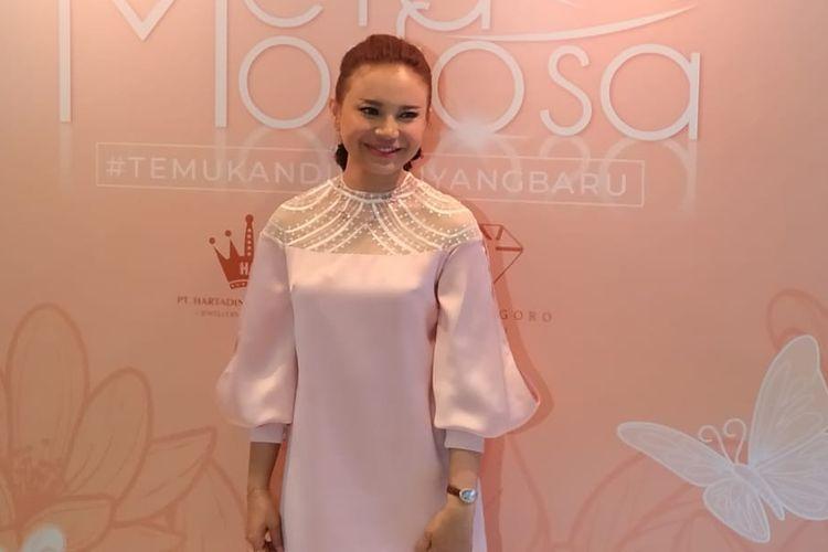 Rossa, brand ambassador Hartadinata, menghadiri peluncuran koleksi perhiasan terbaru bertajuk Metamorfosa (2/7/2019).