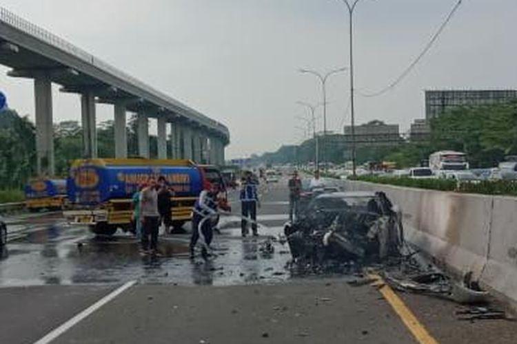 Nissan GT-R R35 kecelakaan di Jagorawi